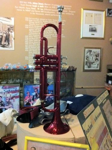 Color red trumpet